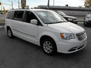 2012 TOWN & COUNTRY  LOADED  PENTASTAR V6   READY TO TRAVEL... Windsor Region Ontario image 8