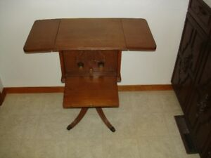 ANTIQUE VICTOR TALKUNG MACHINE  DROP LEAF TABLE RADIO