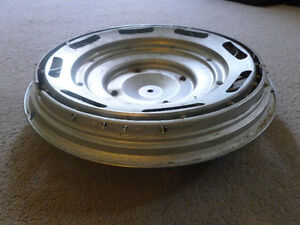 ONE MERCURY HUB CAP 1983-85 ???