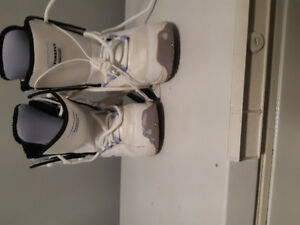 Womens snowboard boots size 7