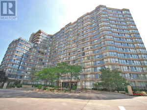Awesome Location,2+1Beds,2Baths,250 WEBB DR Mississauga