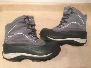 Women's Columbia Waterproof Winter Boots Size 9