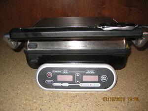 Gril électrique de cuisson intérieur ou extérieur.