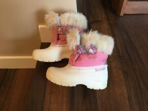 Girls Grey Wolf Warm Winter Boots / Size 10