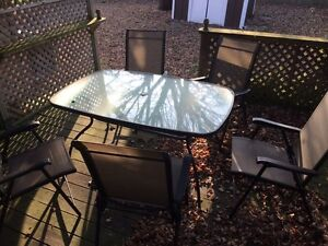 Free table and 5 chairs  Windsor Region Ontario image 1
