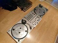 DJ Decks - Gemini XL-500 mark II turntables with Behringer DJX700 mixer