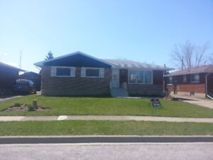 THOROLD - 2 BEDROOM HOUSE - LOWER LEVEL - FOR RENT