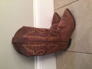 Leather size 8.5 /9Justin cowboy boots