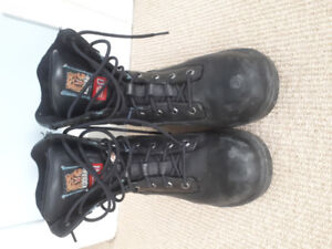 Women's Kodiak steel-toe work boots, lightly-worn + comfortable