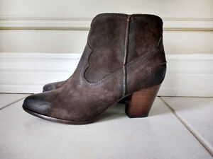 *LOWER PRICE* Brand New Size 7 Brown Suede FRYE Boots