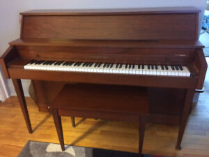 Beautiful upright piano for sale!