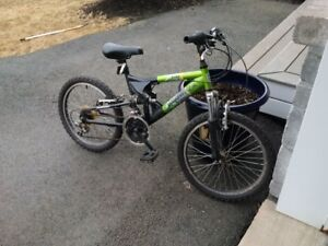 20 inch Diamondback hawk mountain bike