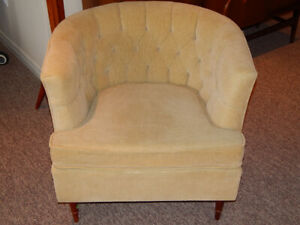 RETRO ACCENT CHAIR IN EXCELLENT CONDITION