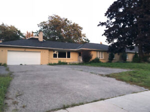 737 Anderson St For Sale!