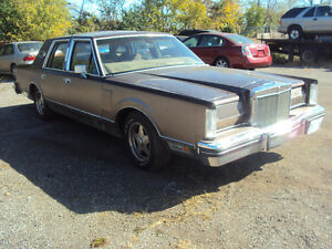 1982 Lincoln Continental Mark VI Take a look !