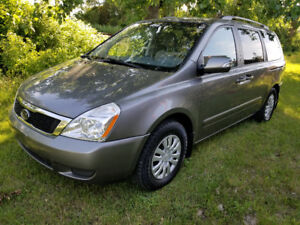 2011 Kia Sedona  LX DVD  Bluetooth Minivan