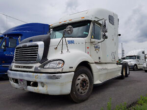 2004 WHITE FREIGHTLINER COLUMBIA *PRICE REDUCED*