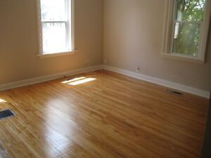 6 BDRM DOWNTOWN STUDENT HOUSE - $425 - ALL INCLUSIVE Peterborough Peterborough Area image 2