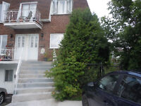 quadruplex a 15 min du centre ville. 465000$ nonnegotiable