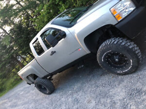 2007 Lifted chev only 145 k