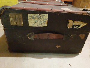 Large Vintage travel chest London Ontario image 4