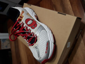 Men's Running Shoes. Pearl Izumi Size 8.5