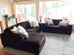 Luxurious Stylus Sofa Set
