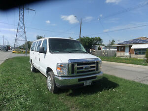 2009 Ford E-Series Van - 11 Seater Club