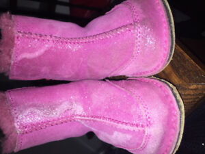 Pink baby Uggs 12/18