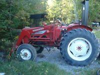 Tracteur International B414 avec Pelle