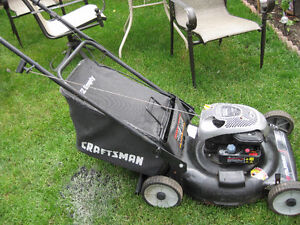 BRIGGS & STRATTON GAS LAWNMOWER
