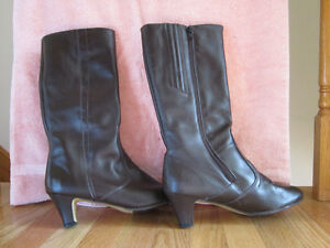 REAL LEATHER Naturalizer Boots - Size 10