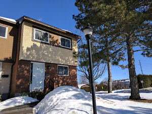 LOVELY END UNIT KANATA TOWNHOME