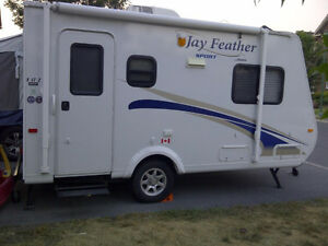 Roulotte Jayco Jay Feather X17Z Travel Trailer