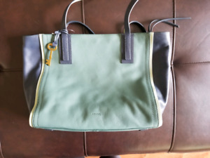 Fossil leather purse new with tags and packing