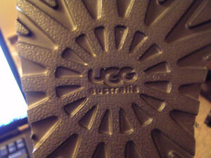 UGG Australia Bailey Button in Grey Size 5 Regina Regina Area image 3