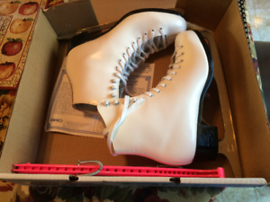 New Condition Ladies Skates - Size 8