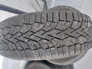 4 pneus hiver 195 65 r15 parfaite condition
