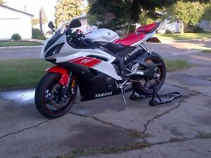 Mint 2008 Yamaha R6 rare Canadian Edition with gear