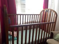 Solid wood crib/ Lit bébé en bois très solide