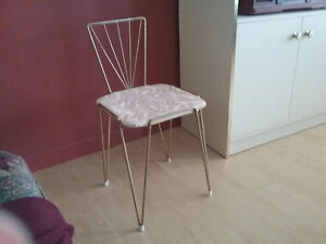 Ancienne chaise coiffeuse