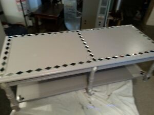 Large gray coffe table with MIRRORED design