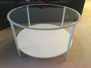Circle White coffee table with glass