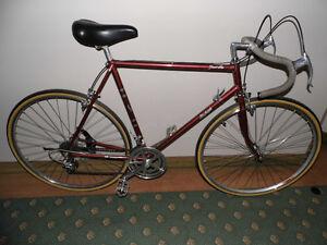 Vélo de course Raleigh Grand prix 58cm 275$