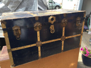Antique storage trunk with tray