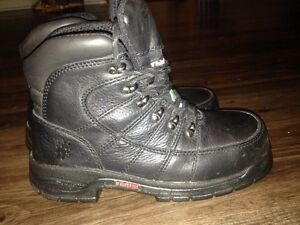 Woman's size 7  Steel toe Thinsulate Wolverine like new