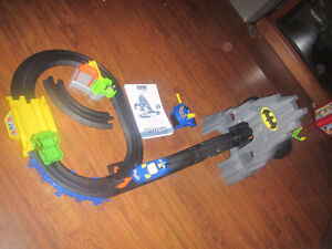 Geotrax Batman Bat cave train set DC Super Friends