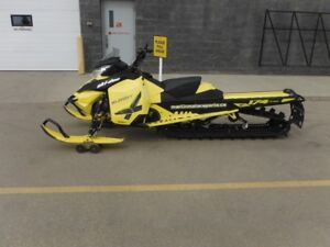 2016 Ski-Doo Summit X 174 with T3 Package Rotax 800R E-TEC