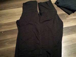 Old navy size small capris style yoga