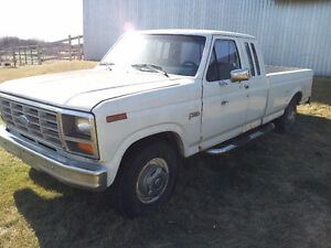 1985 Ford F-250 7.3L Long box Pickup Truck